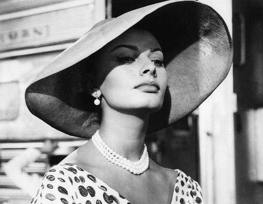 IMAGE ID: MBDTHKI+EC003   THAT KIND OF WOMAN, Sophia Loren, 1959
