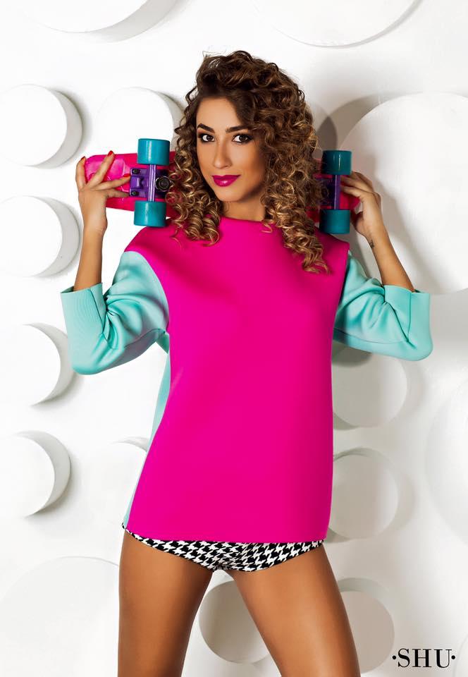 Саша Шульгина в спортивной одежде собственного дизайна от бренда SHU