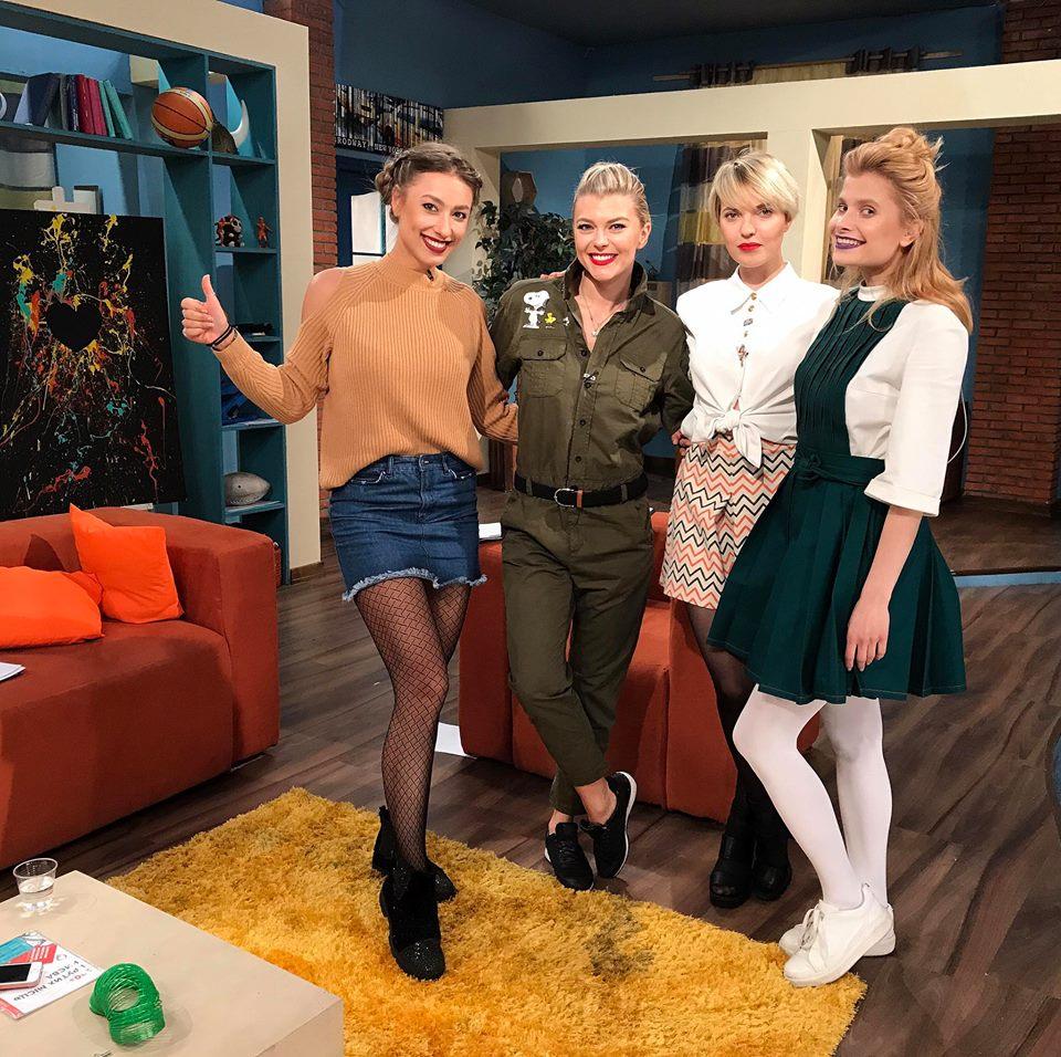 Ведущая Саша Шульгина на утреннем шоу на НЛО TV